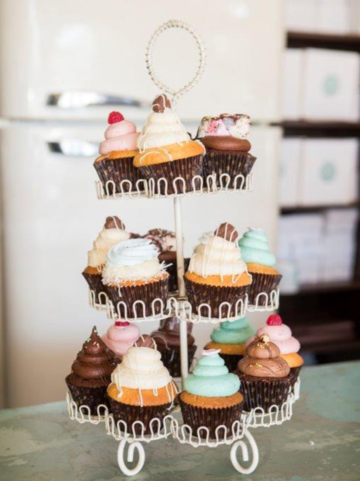 18 cupcakes & stand hire (includes $50 deposit)